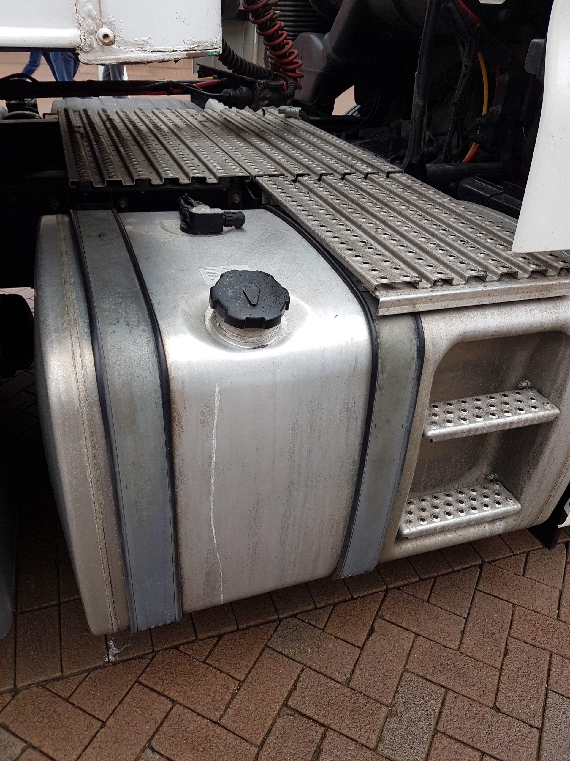 Lorry fuel tank